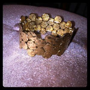 Gold cuff stretch bracelet 🌼